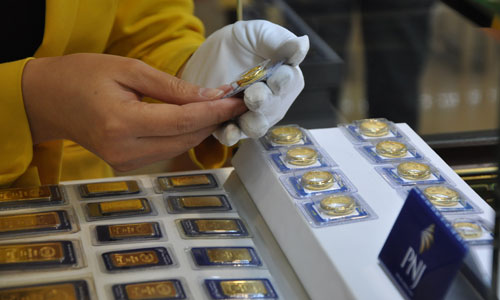 Gold price decreased, USD increased